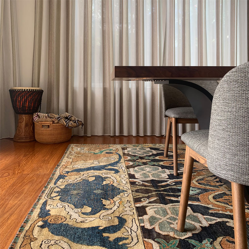 Traditional patterned luxury rug