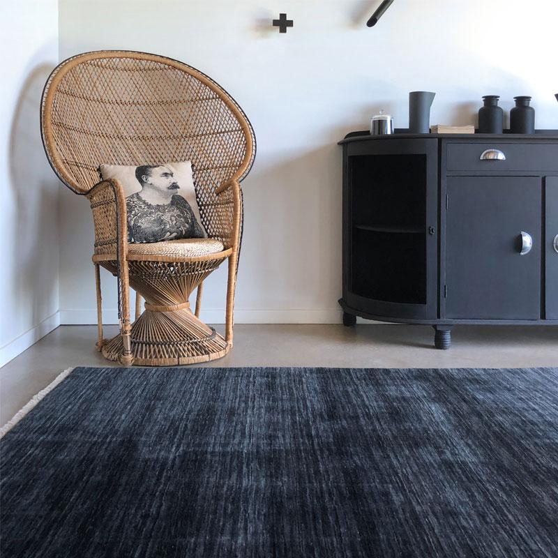 Black ombre wool rug